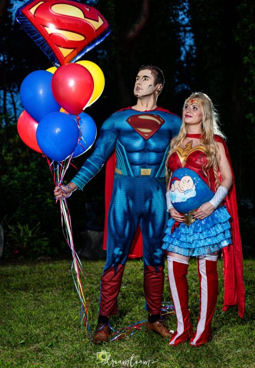 superman i brzuszek bodypainting balony
